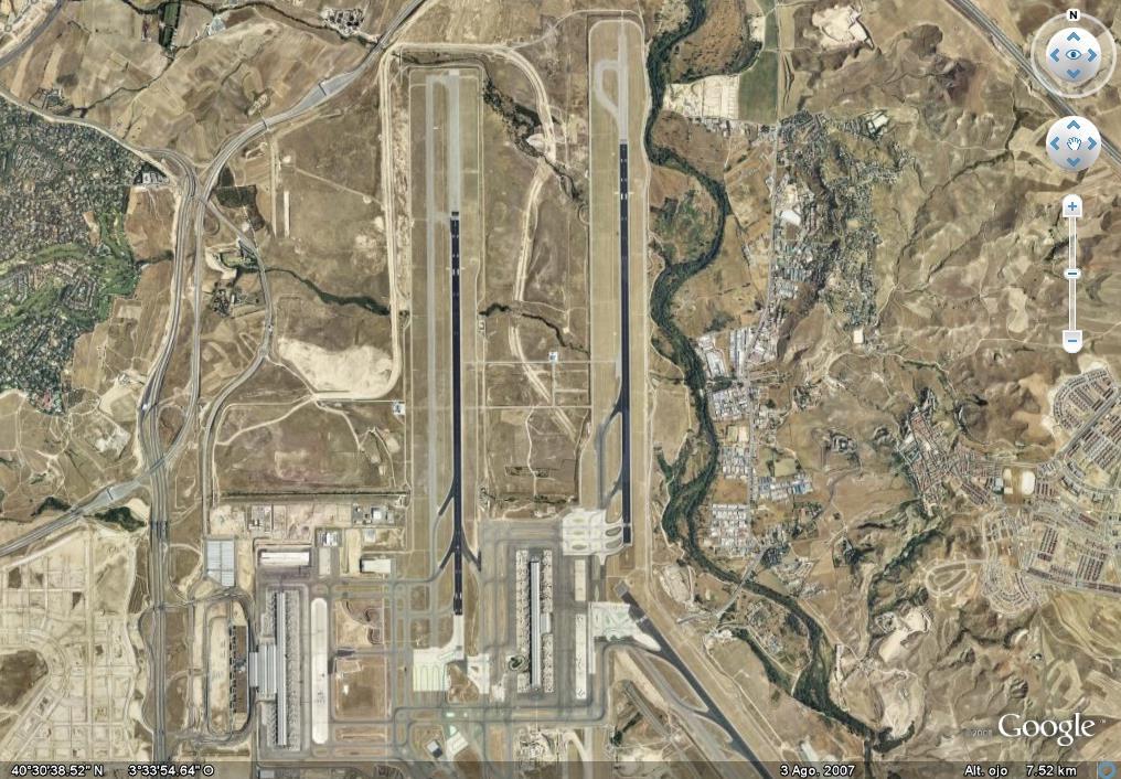 Según los controladores, la reducción de personal obliga a los aviones a dar vueltas por el aire hasta que consiguen pista
